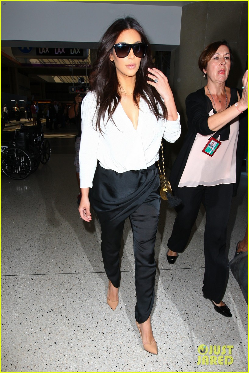 kim kardashian flies out of town amid new wedding rumors 02