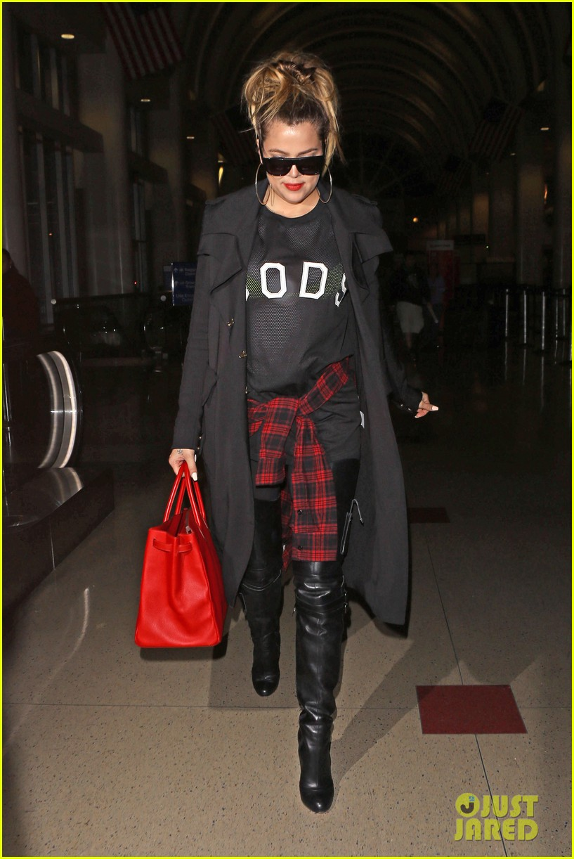khloe kardashian rocks sheer top lax 09