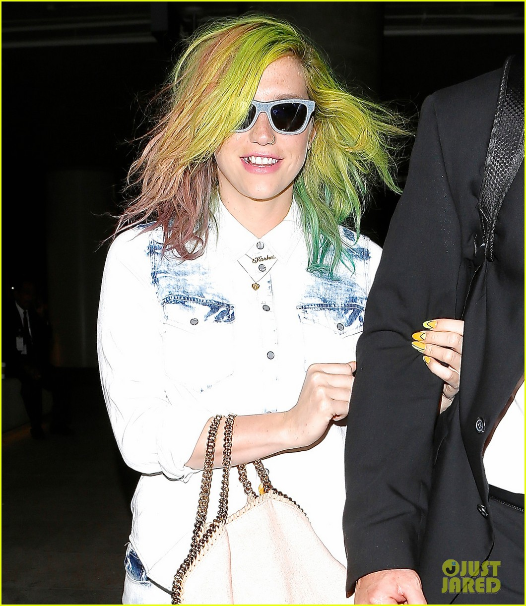 kesha happily departs from lax after attending coachella 03