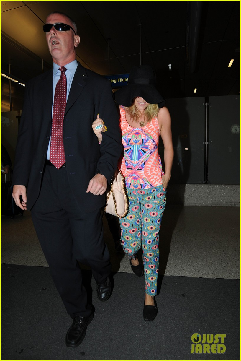 kesha returns from tahiti getaway with a glowing tan 07