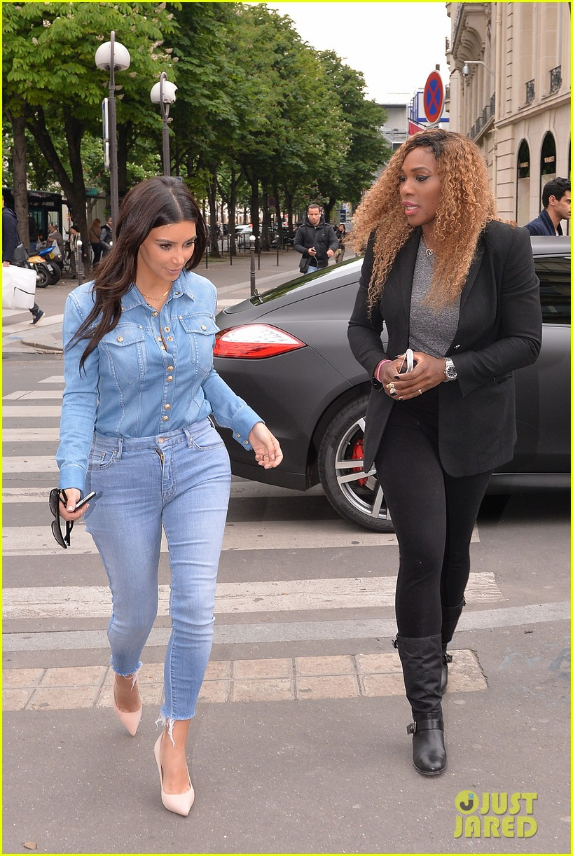 kim kardashian does double denim for lunch with serena williams 063102329