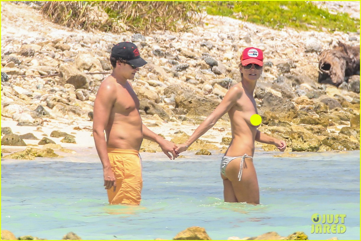 heidi klum goes topless at beach vito schnabel 10