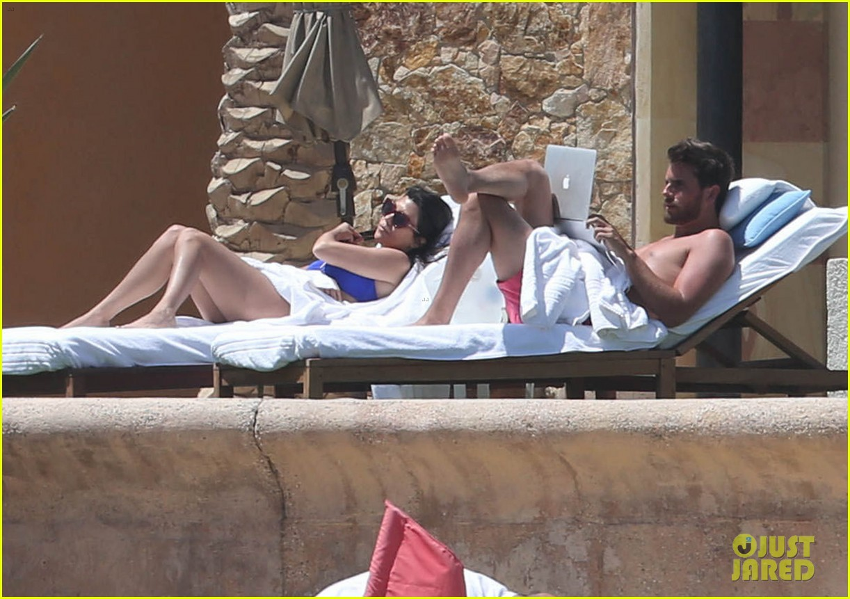 kourtney kardashian celebrates 35h birthday in bikini 073095324