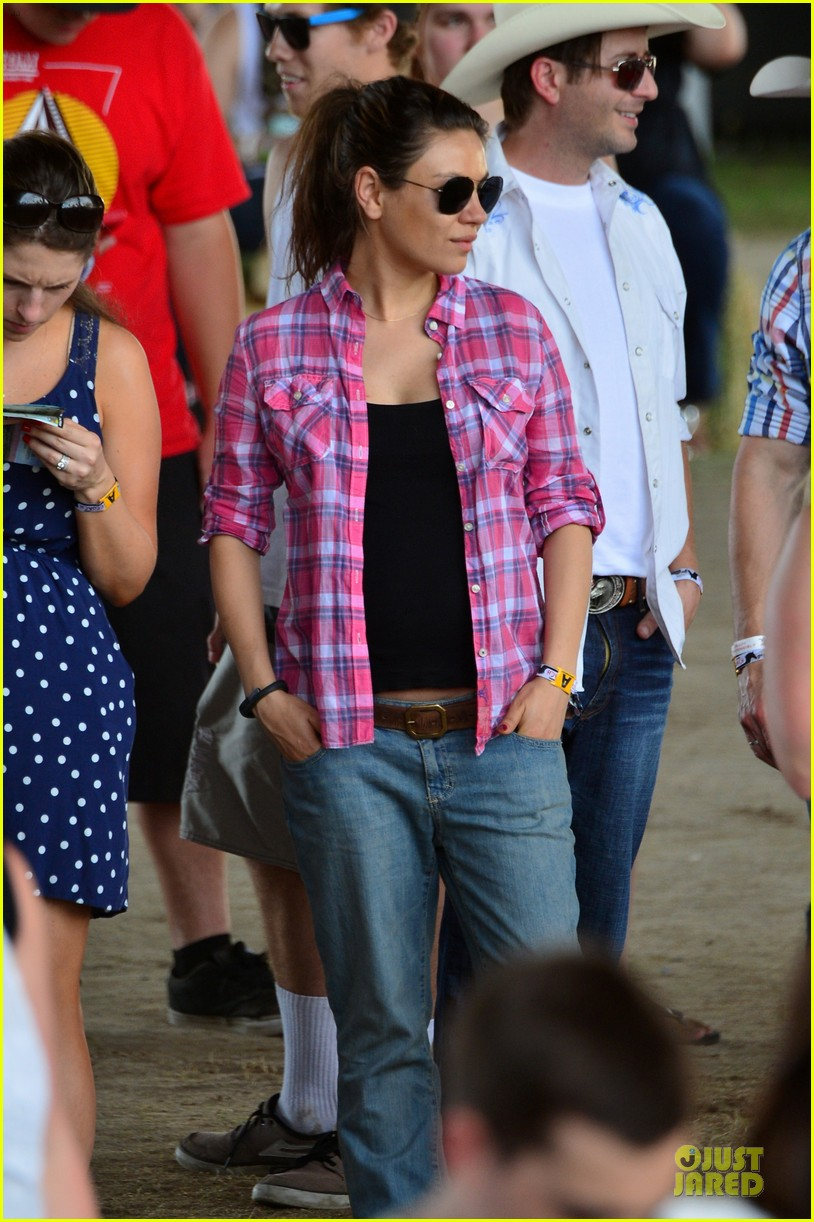 mila kunis ashton kutcher stagecoach festival 11