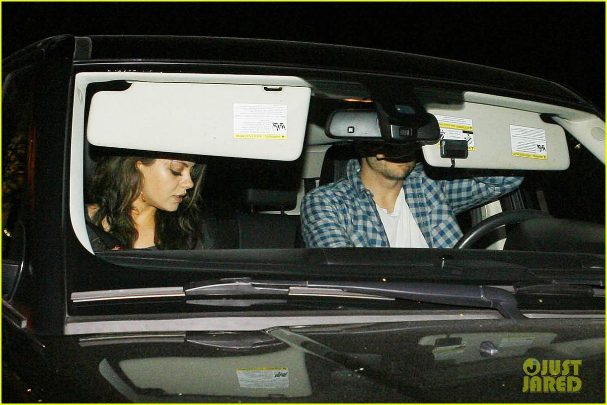 ashton kutcher flies home to pregnant fiancee mila kunis 123090705