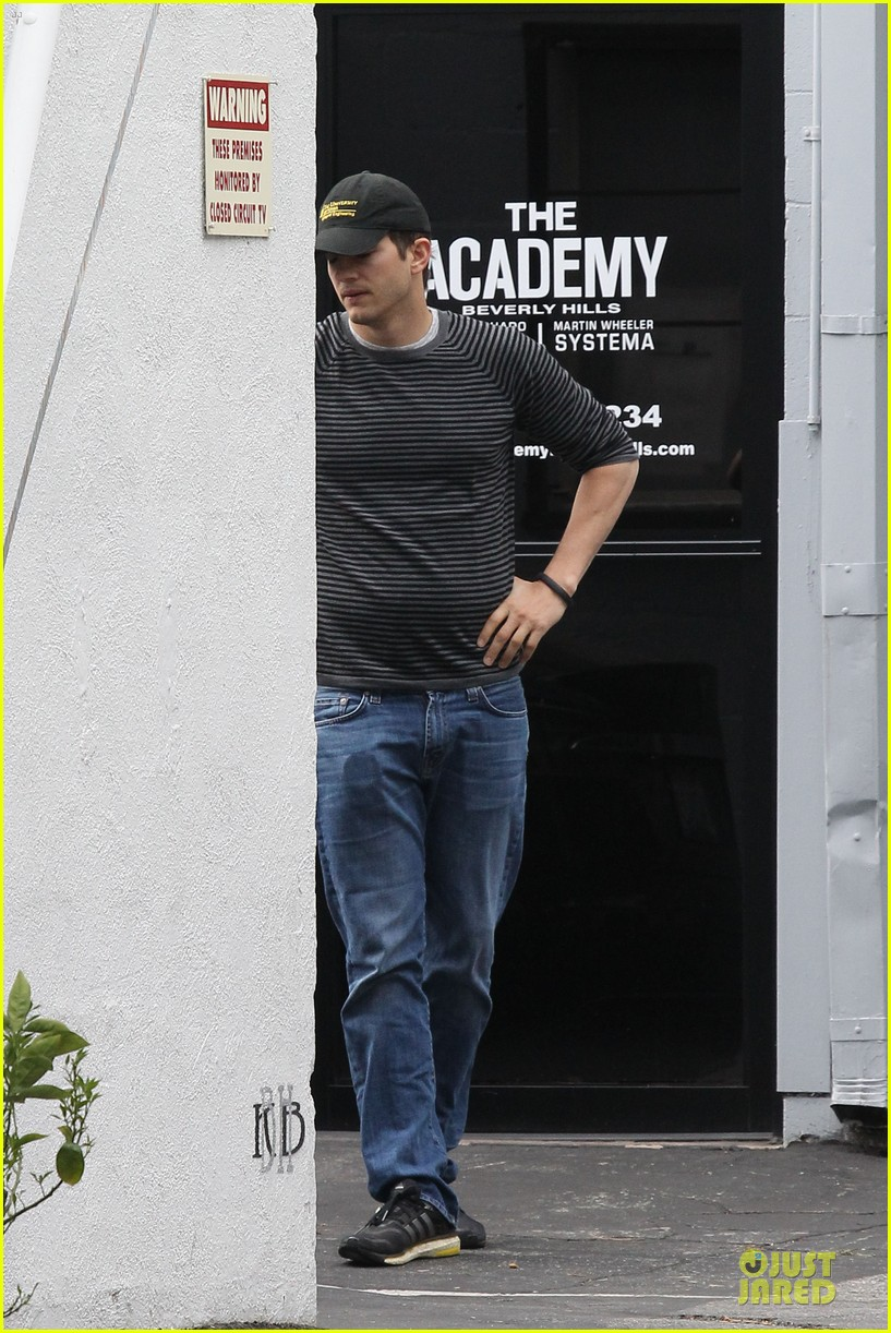 ashton kutcher test out body with jiu jitsu 113083645