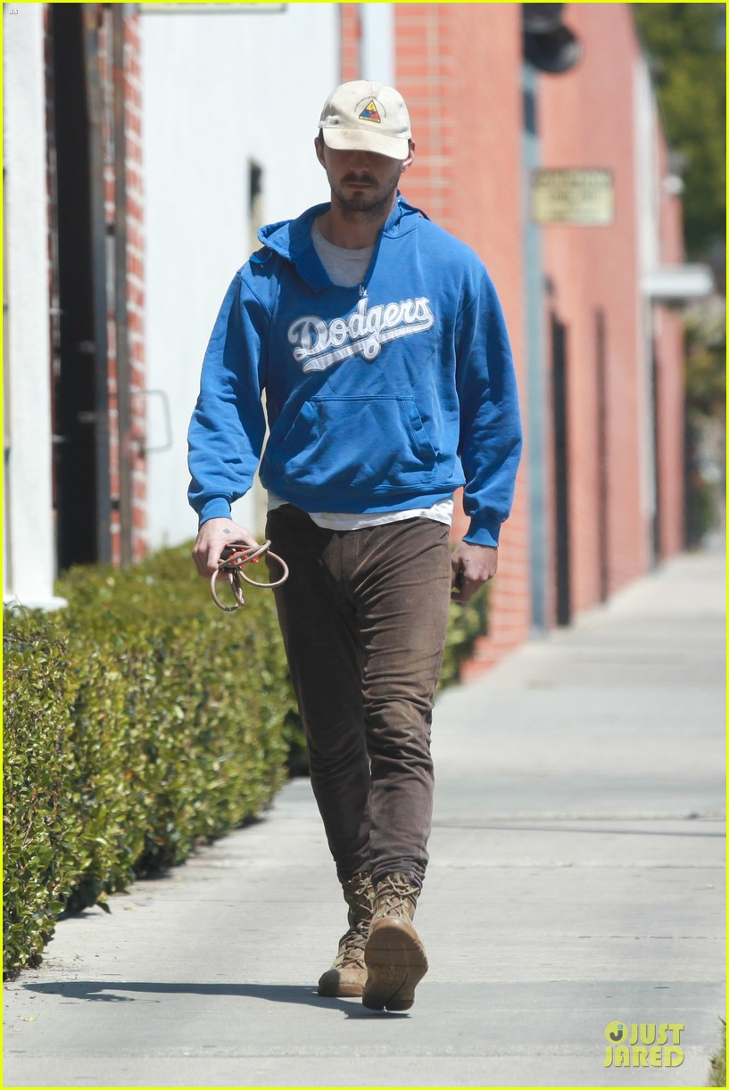 shia labeouf roots for la dodgers 01