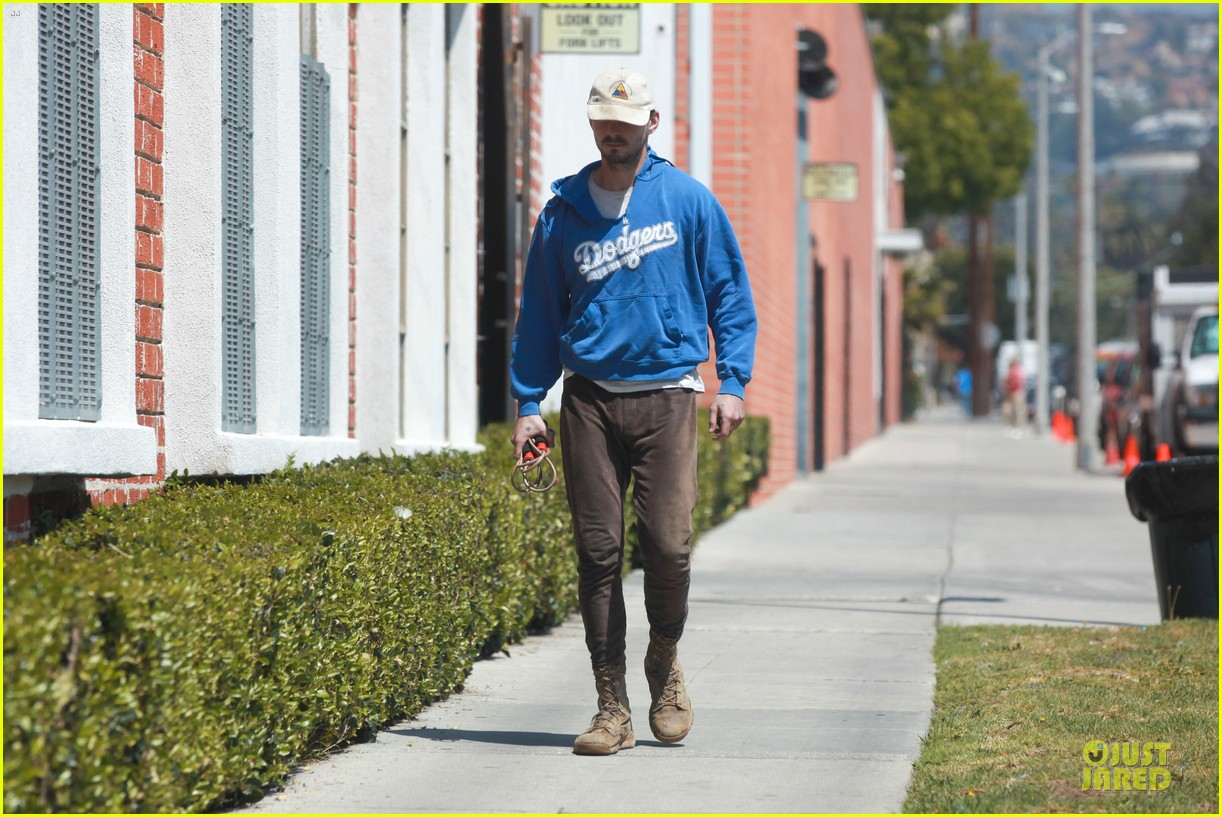shia labeouf roots for la dodgers 09