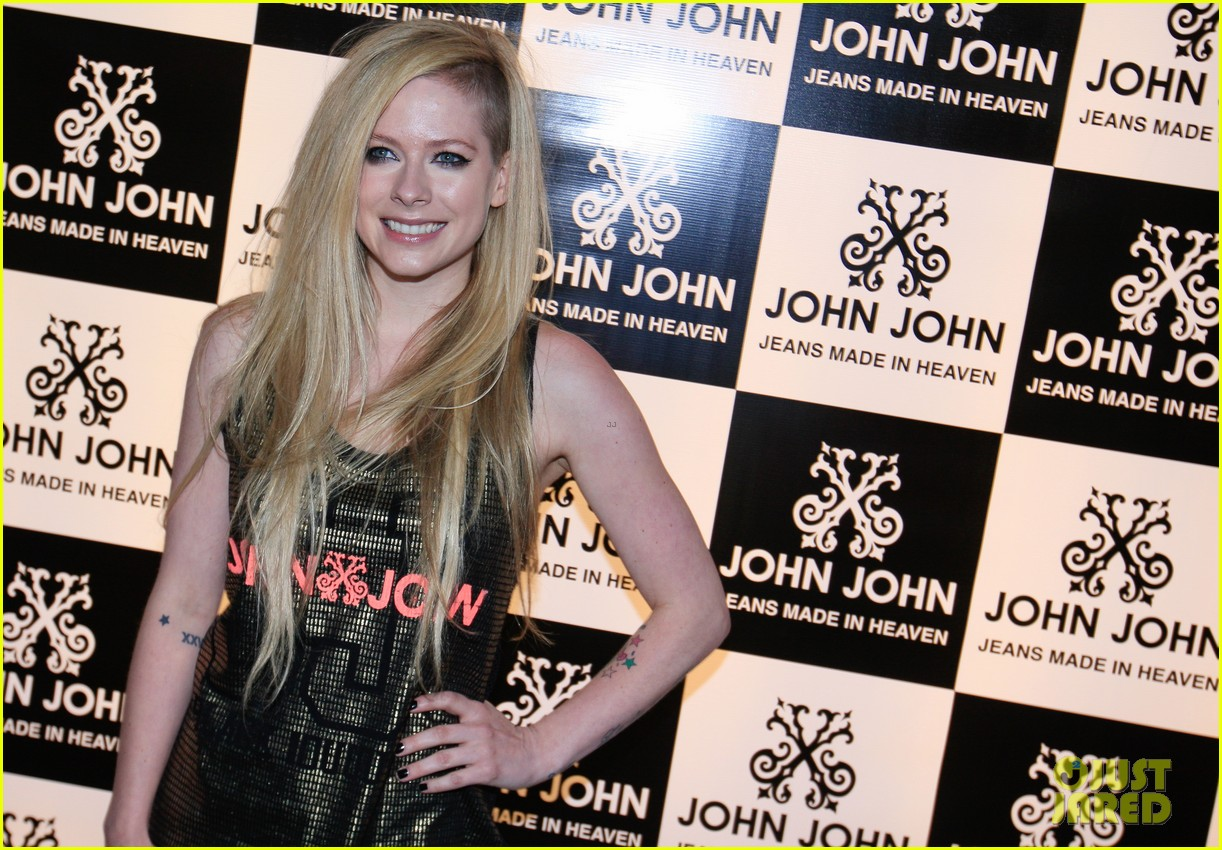 avril lavigne attends event in rio after music video controversy 053101944