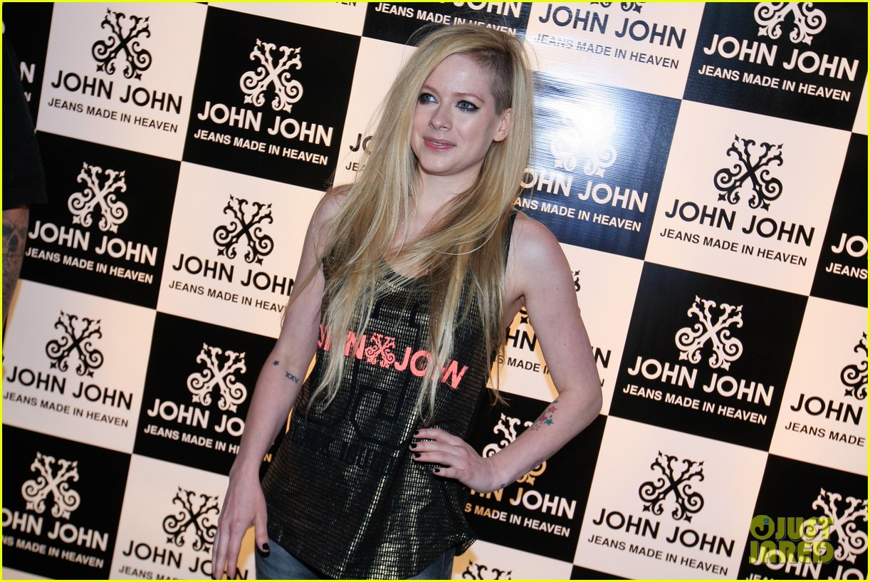 avril lavigne attends event in rio after music video controversy 073101946