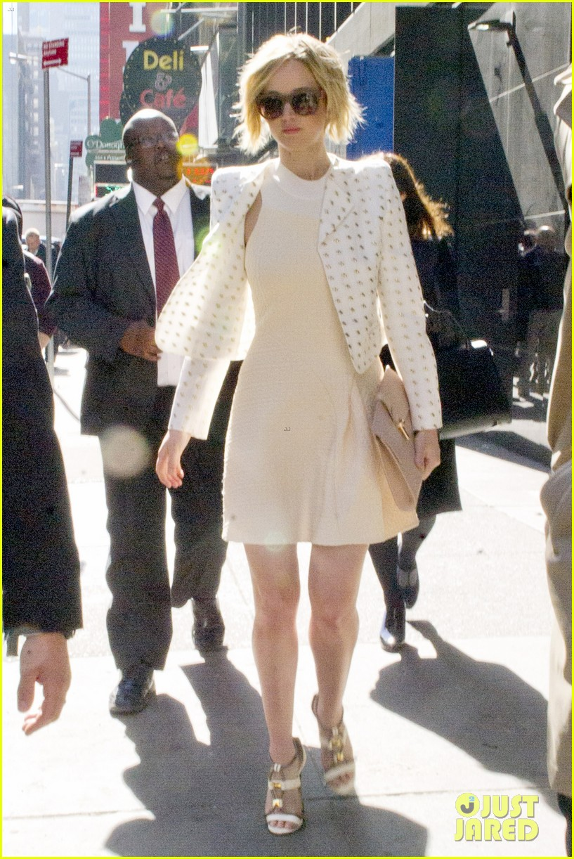 jennifer lawrence goes glam for gma spends easter in nyc 10