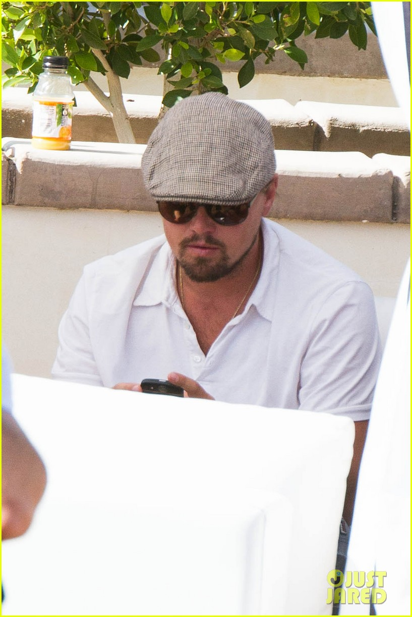 leonardo dicaprio plays cool coachella pool party 043090588