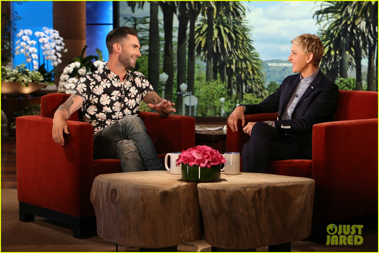 adam levine visits ellen usher lets one lucky audience member feel his abs 05