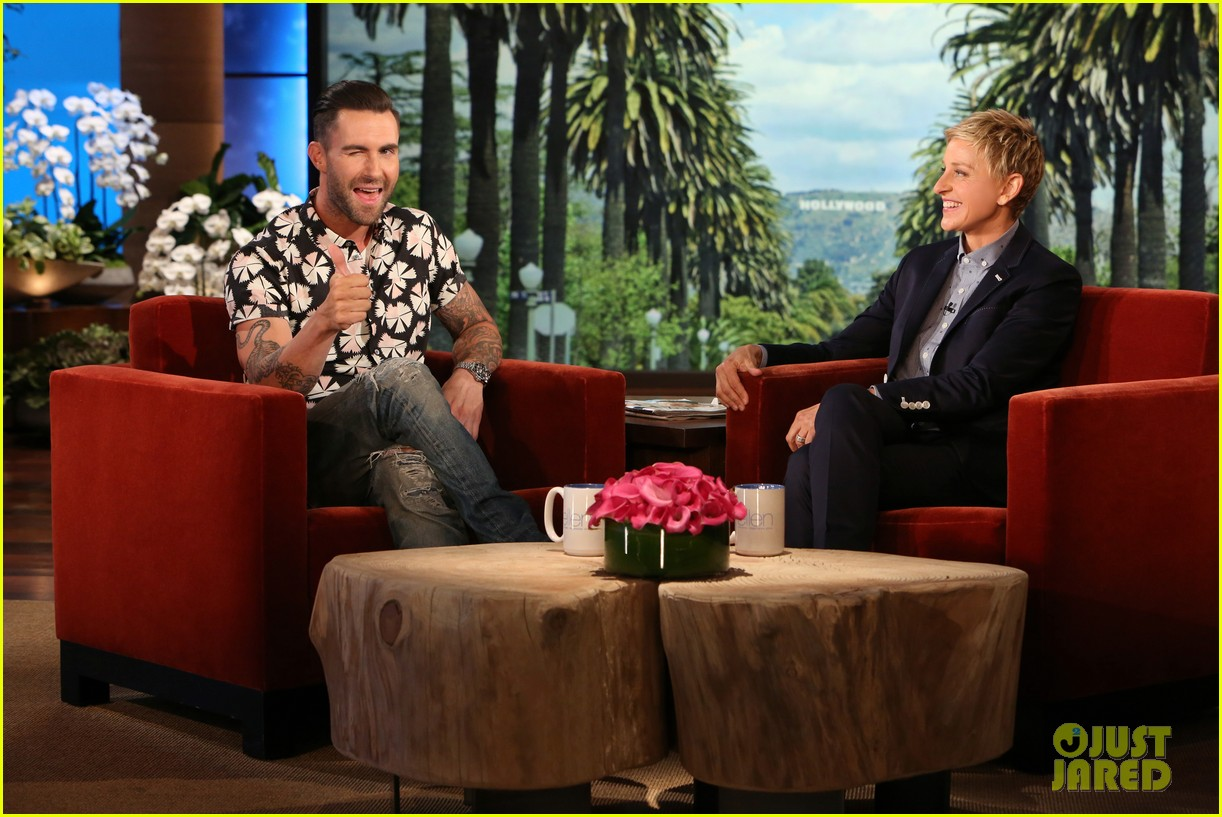 adam levine visits ellen usher lets one lucky audience member feel his abs 06