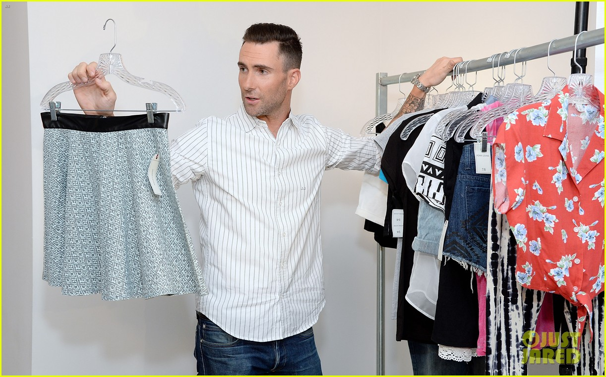 adam levine celebrates launch of new womens summer collection 023094407