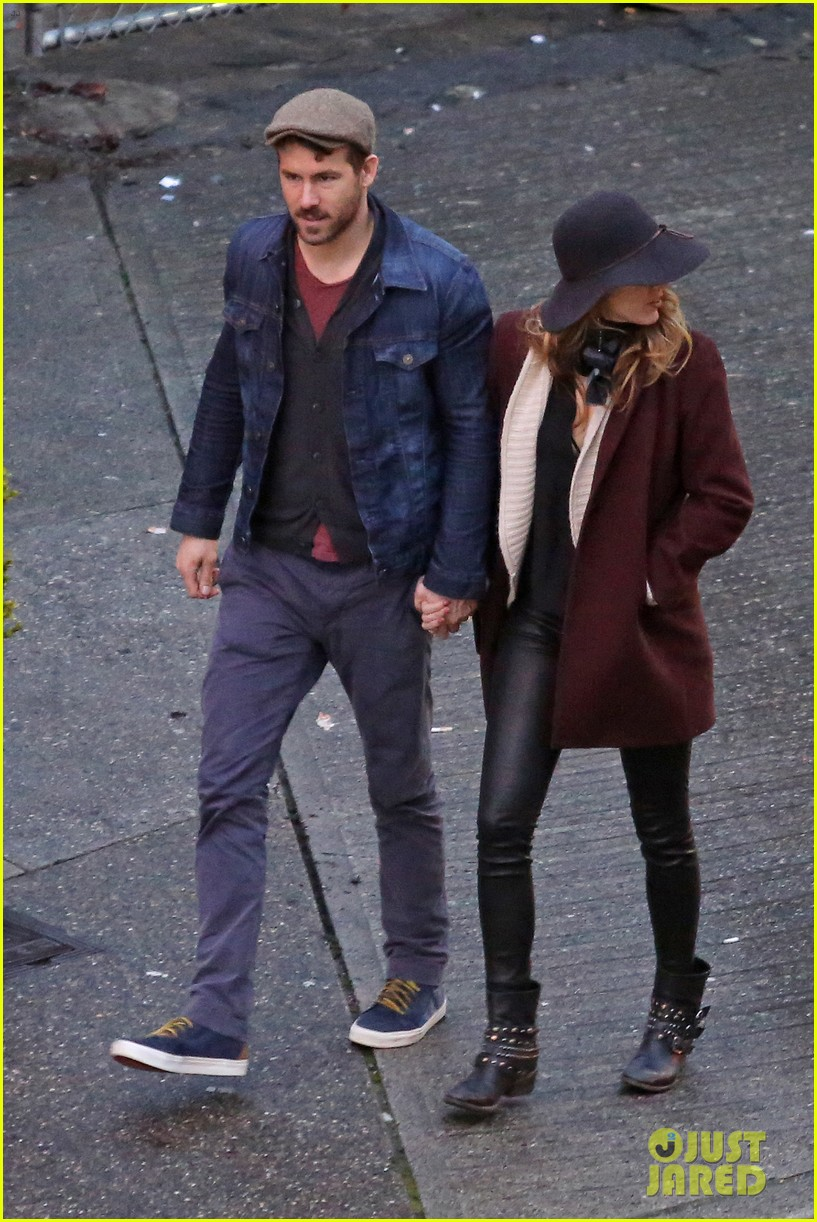 blake lively ryan reynolds hold hands most adorable couple 01