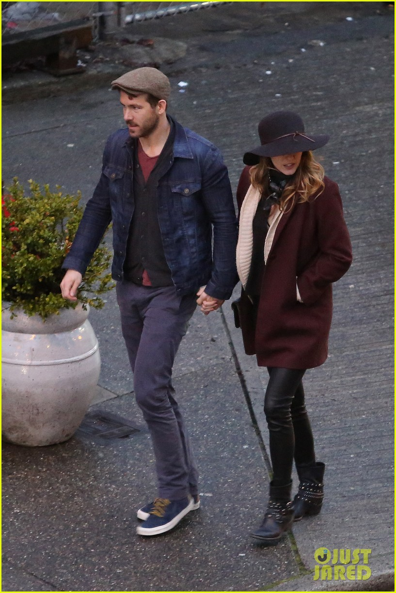 blake lively ryan reynolds hold hands most adorable couple 04