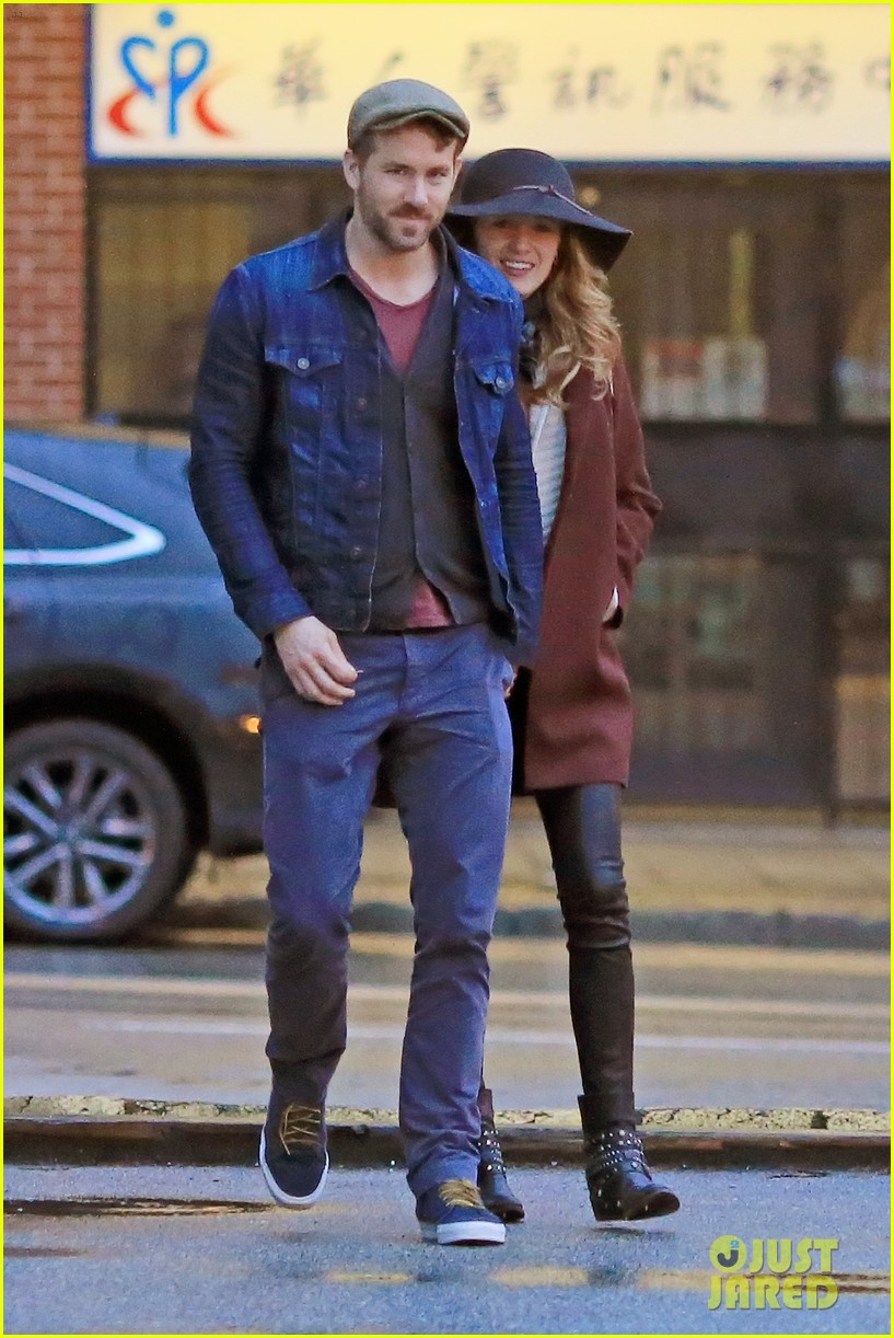 blake lively ryan reynolds hold hands most adorable couple 083086048