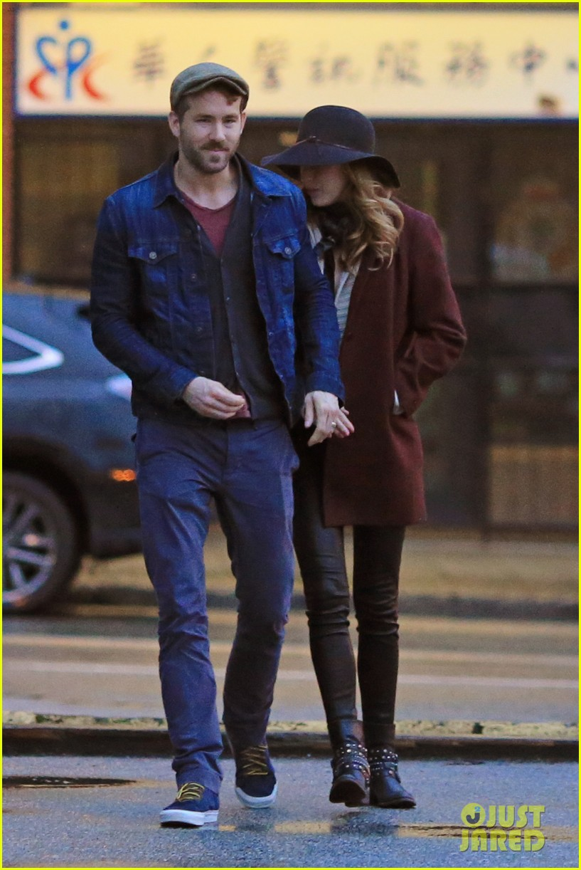 blake lively ryan reynolds hold hands most adorable couple 10