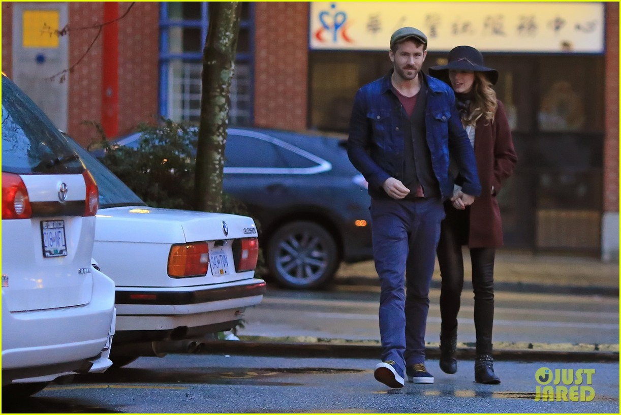 blake lively ryan reynolds hold hands most adorable couple 193086059