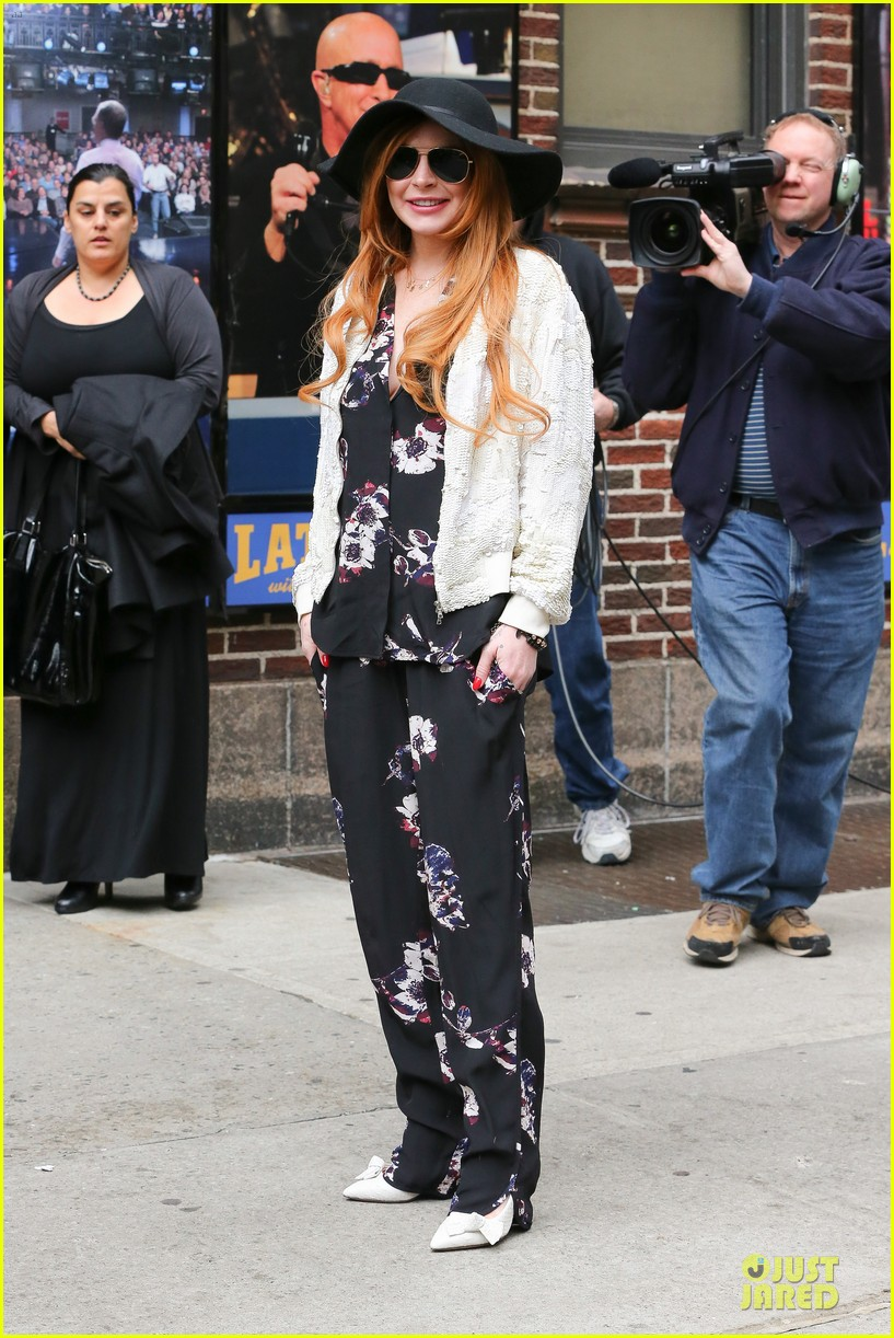 lindsay lohan brings music letterman 05