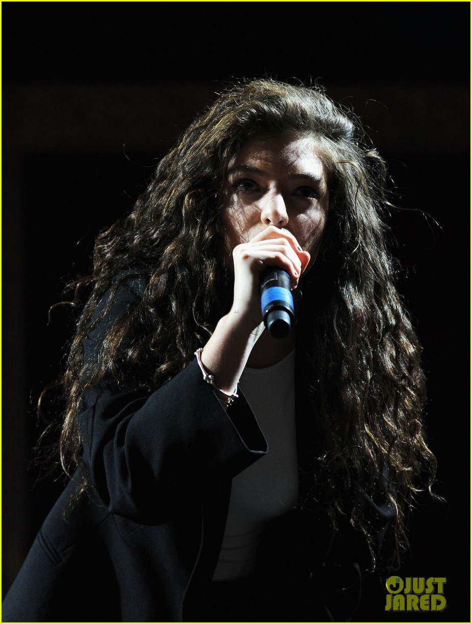 lorde means business second coachella performance 03
