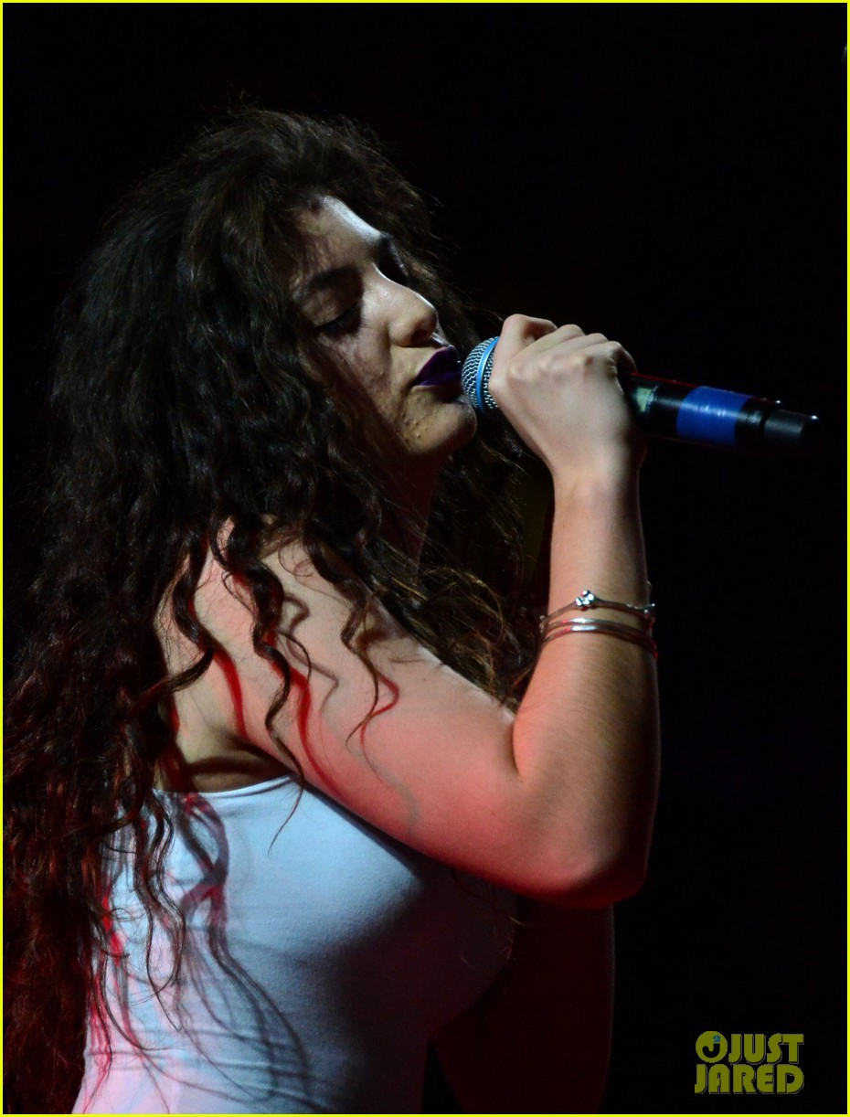 lorde means business second coachella performance 093095760
