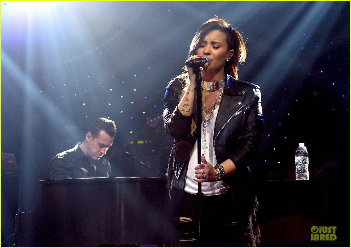 demi lovato cover ed sheeran give me love 04