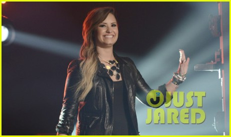 demi lovato surprises american idol audience teases more us tour dates 023093870