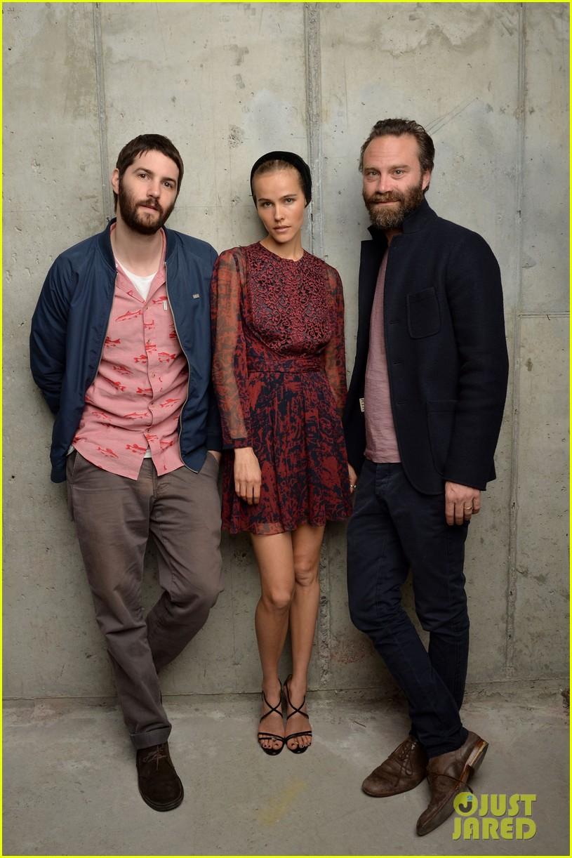 isabel lucas is picture perfect with jim sturgess at tribeca film fest 05