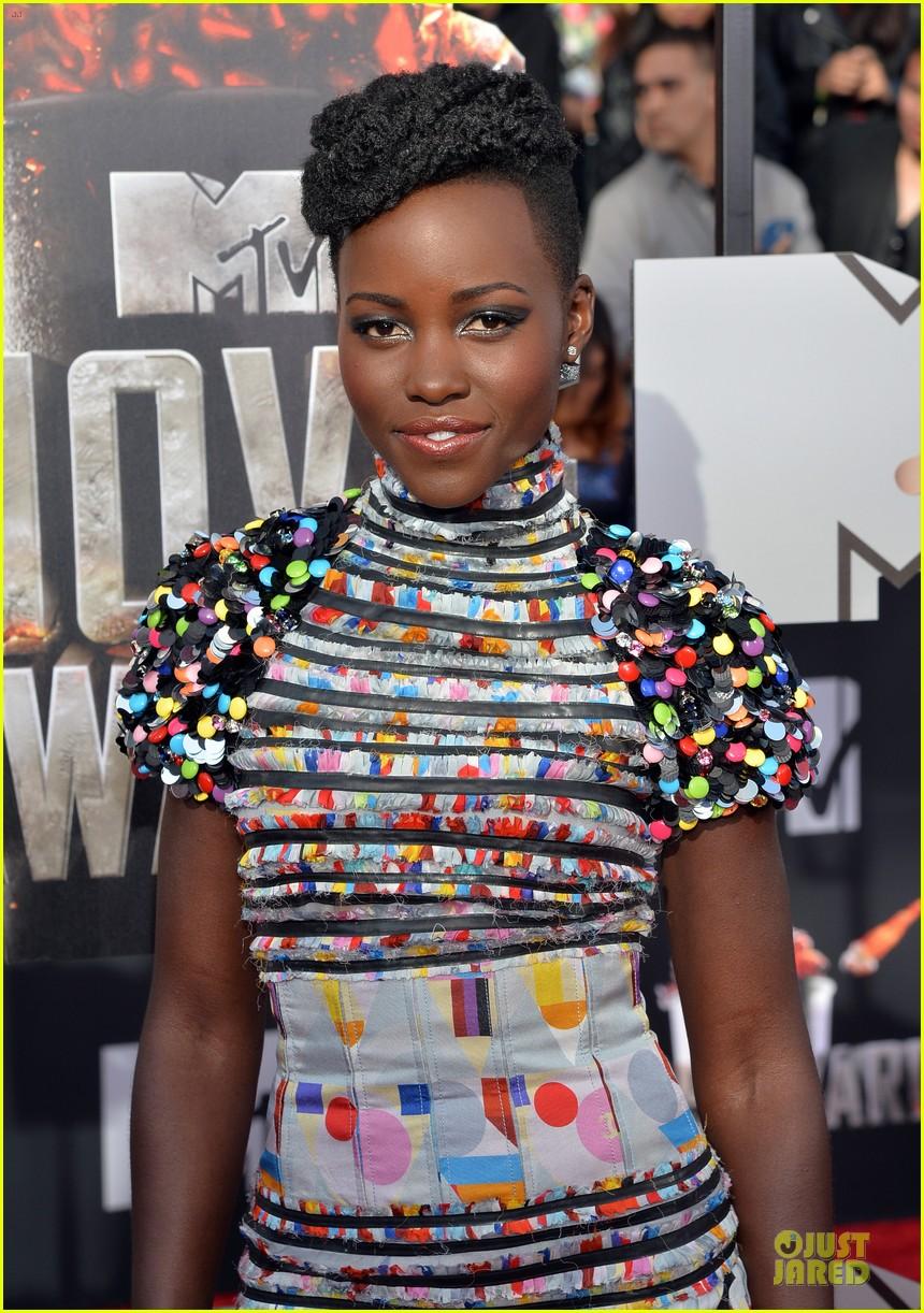 lupita nyongo open back at mtv movie awards 04