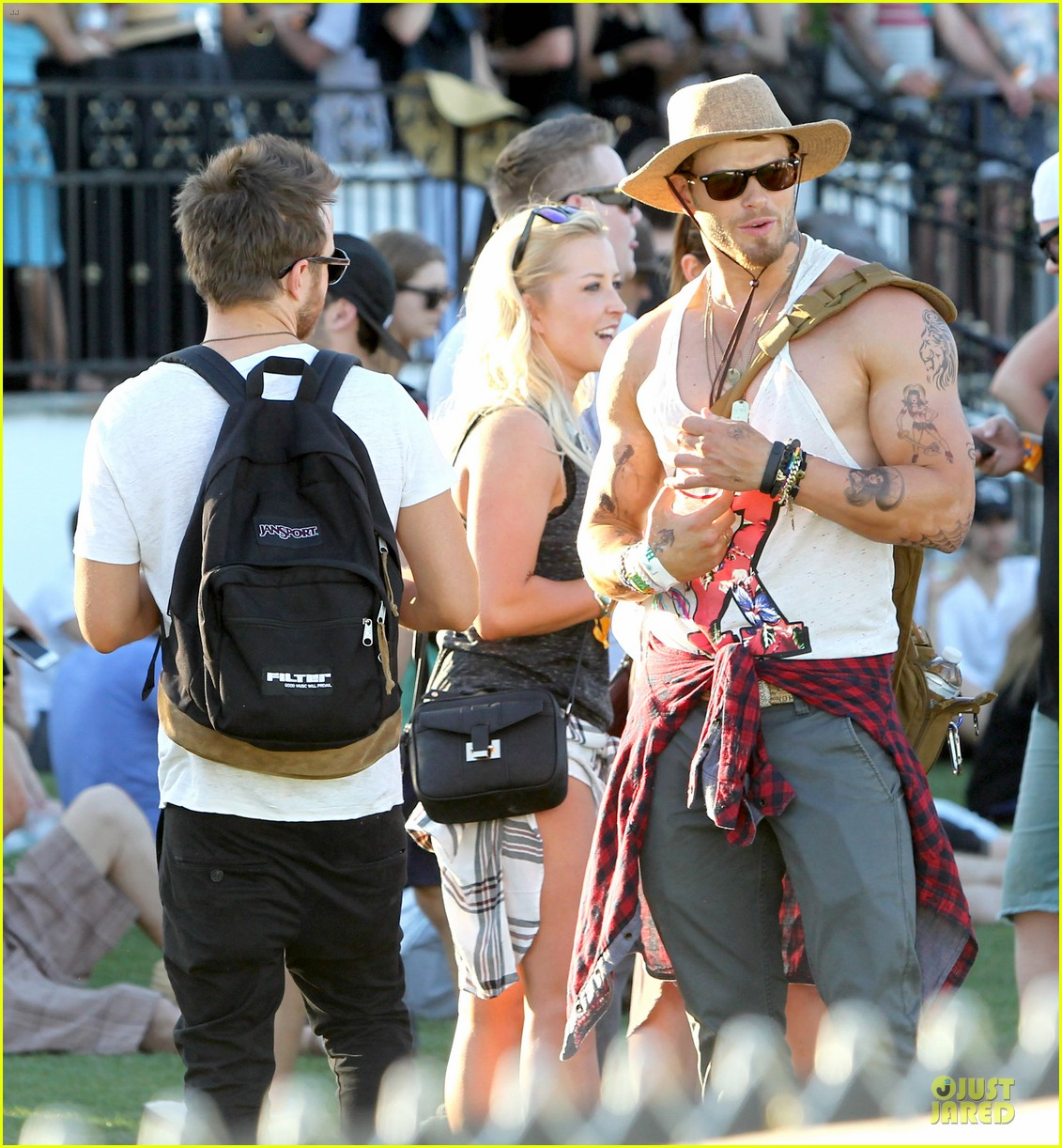 kellan lutz gun show at coachella 09