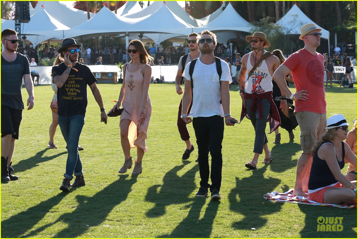 kellan lutz gun show at coachella 19