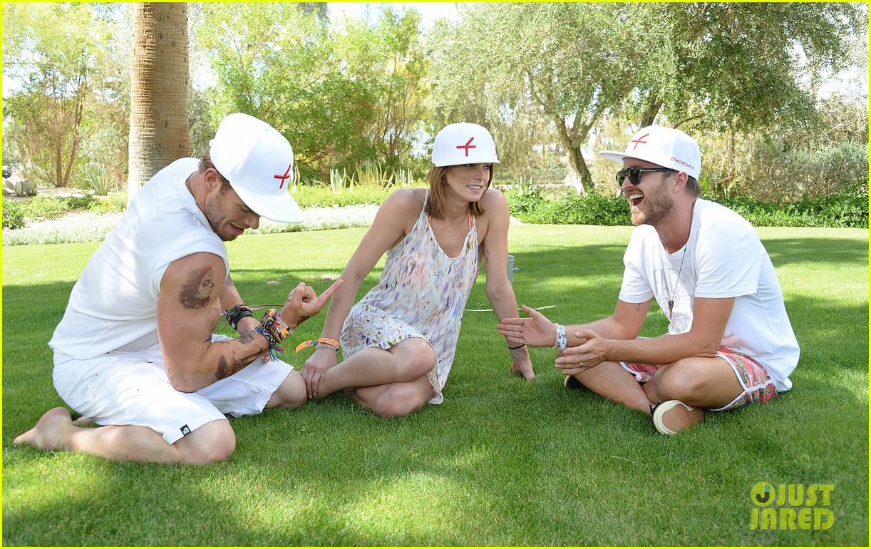 kellan lutz ashley greene show off beach bodies coachella pool party 25