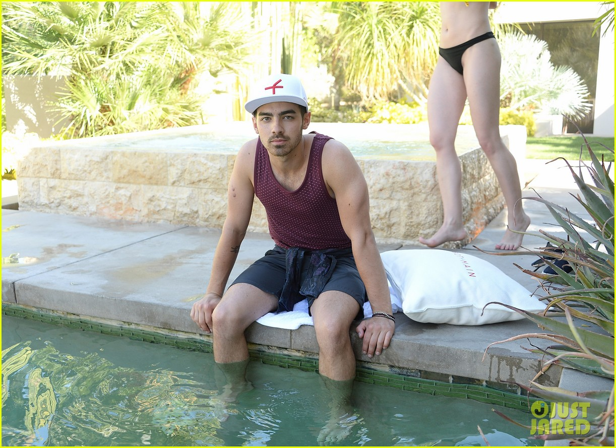 kellan lutz ashley greene show off beach bodies coachella pool party 28