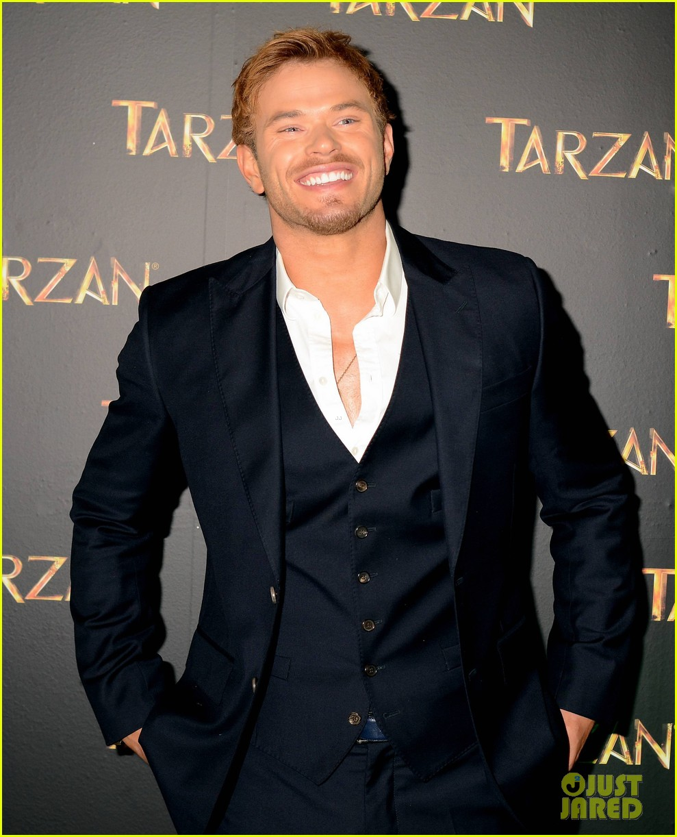 kellan lutz makes one fans day at tarzan ireland premiere 02