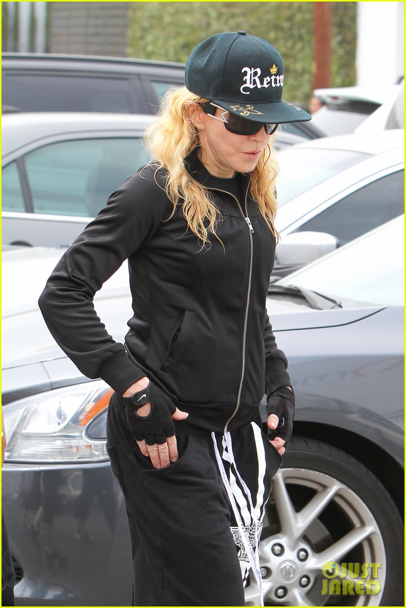 madonna is the queen of los angeles 04a