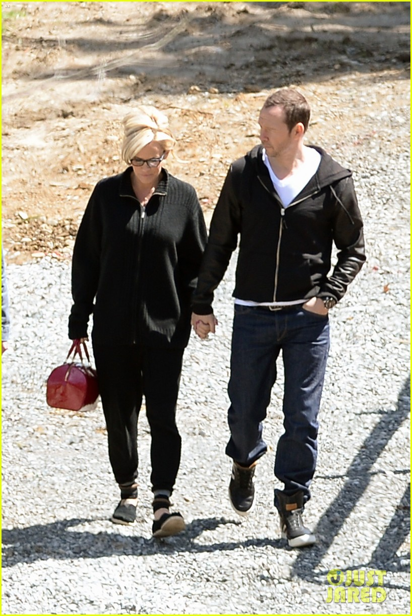 jenny mccarthy donnie wahlberg spotted upstate new york 013094117