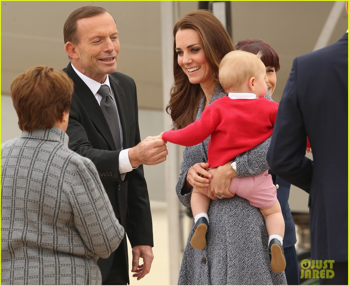 kate middleton prince william prince george say goodbye to australia 173098863
