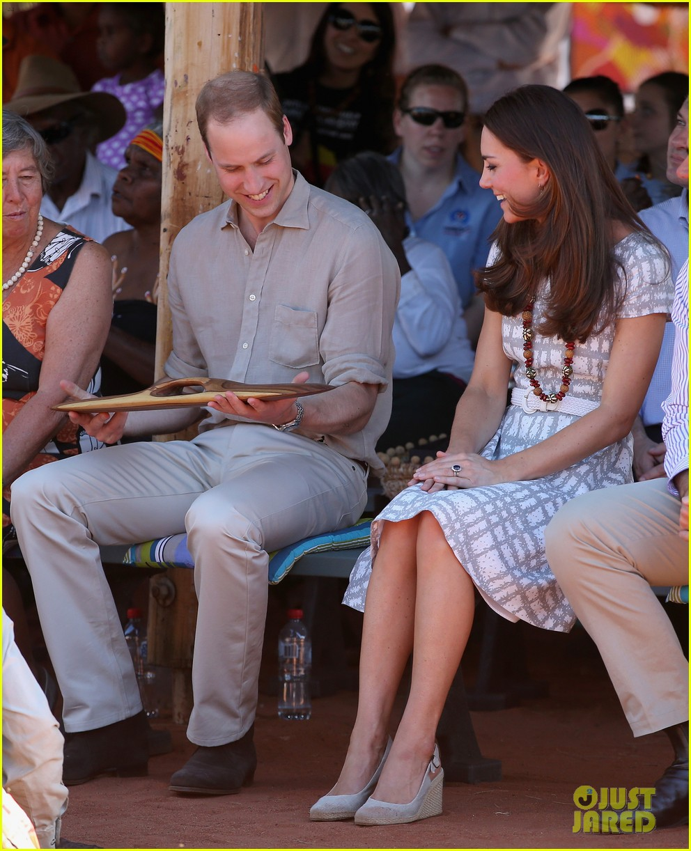 kate middleton dazzles in two dresses during visit to uluru with prince george 143096636