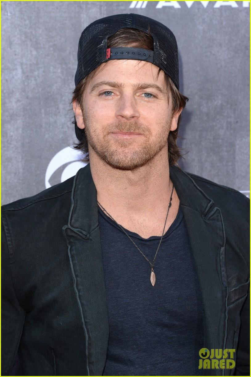 justin moore wins new artist of the year at acm awards 2014 023085960