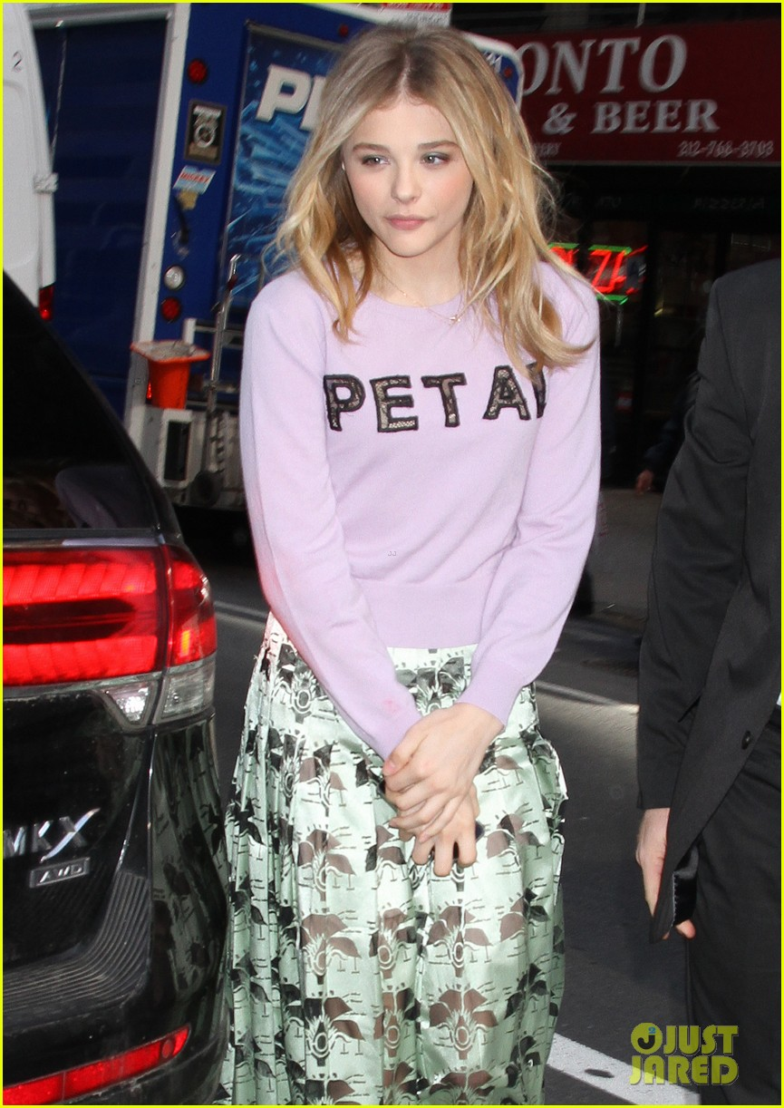 chloe moretz pretty as a petal for today show appearance 04