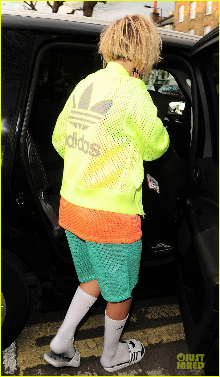 rita ora new hairdo in neon ensemble 23