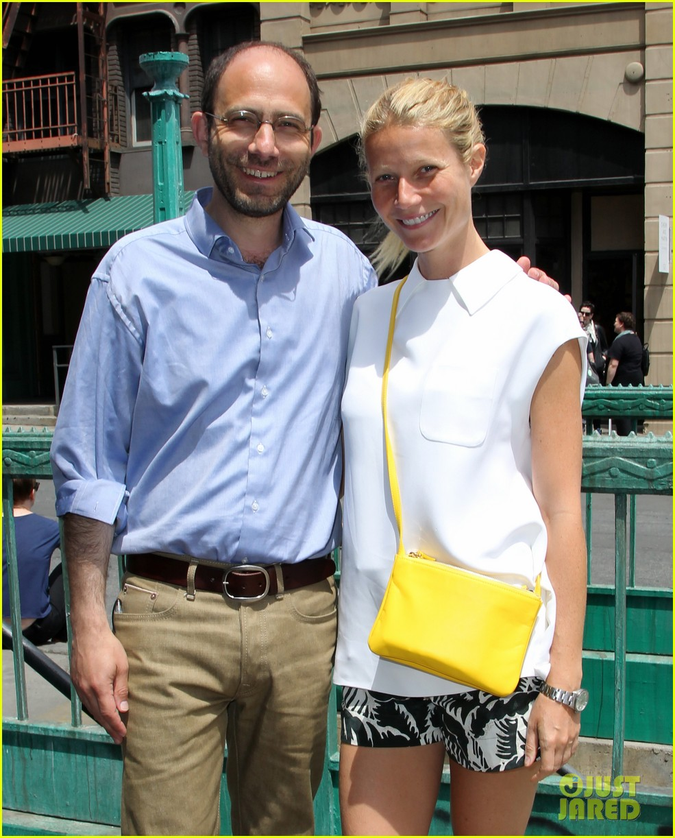 gwyneth paltrow makes it just in time for paris photo la day 3 02