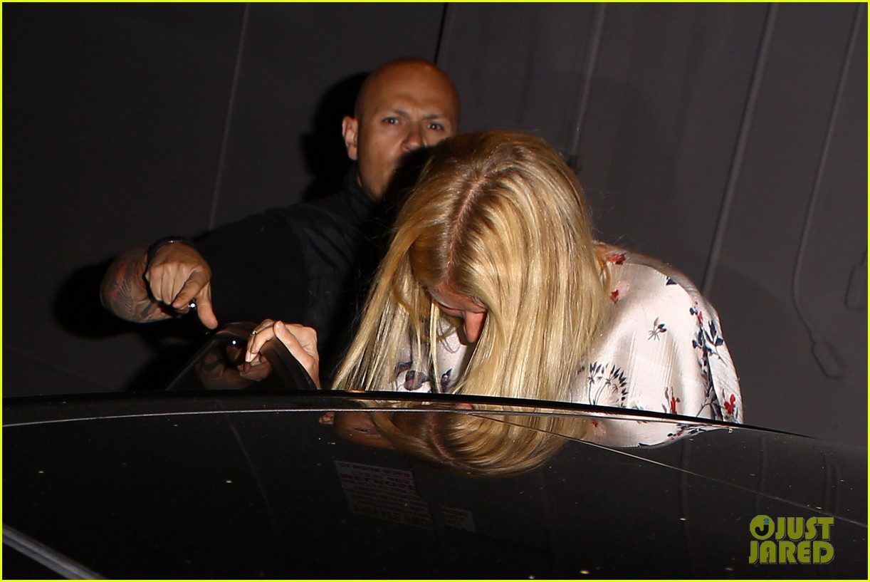 gwyneth paltrow meets up with gwen stefani nicole richie at crossroads for dinner 16