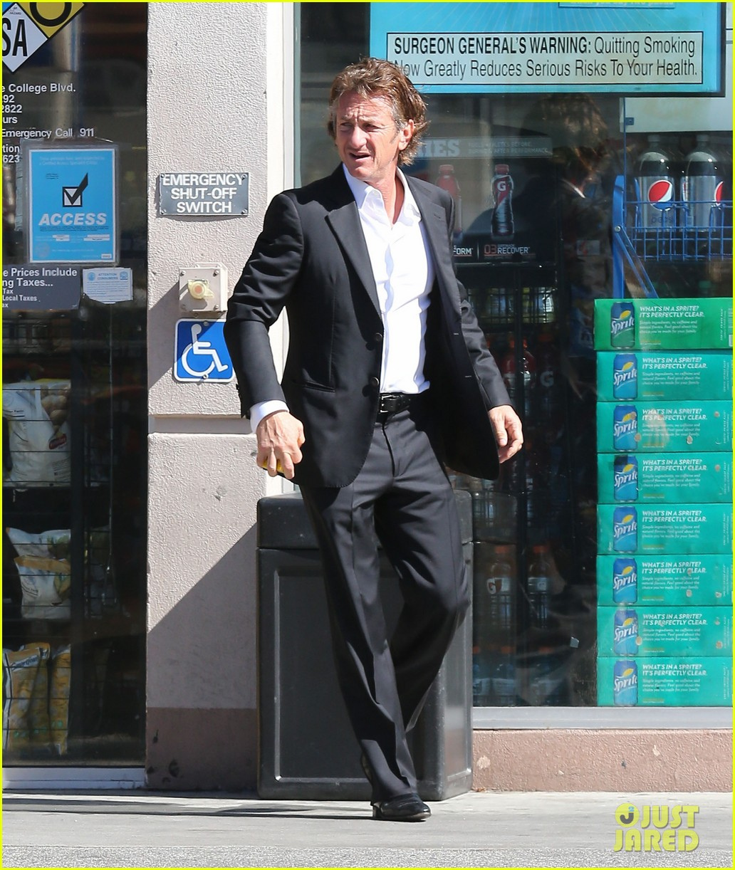sean penn calls out media for not covering positive haiti news 07