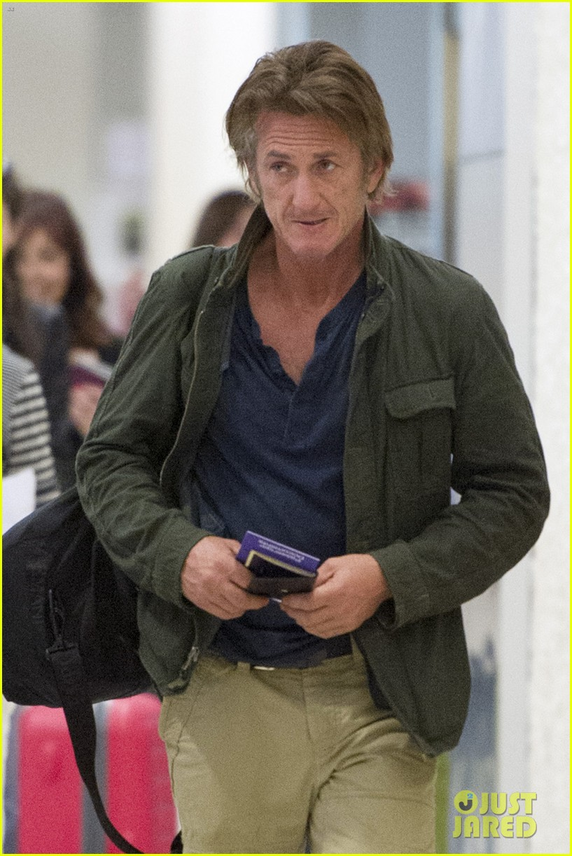 sean penn takes flight after exciting new movie news 05