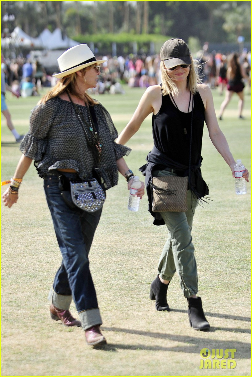 michelle pfeiffer melanie griffith moms coachella 01