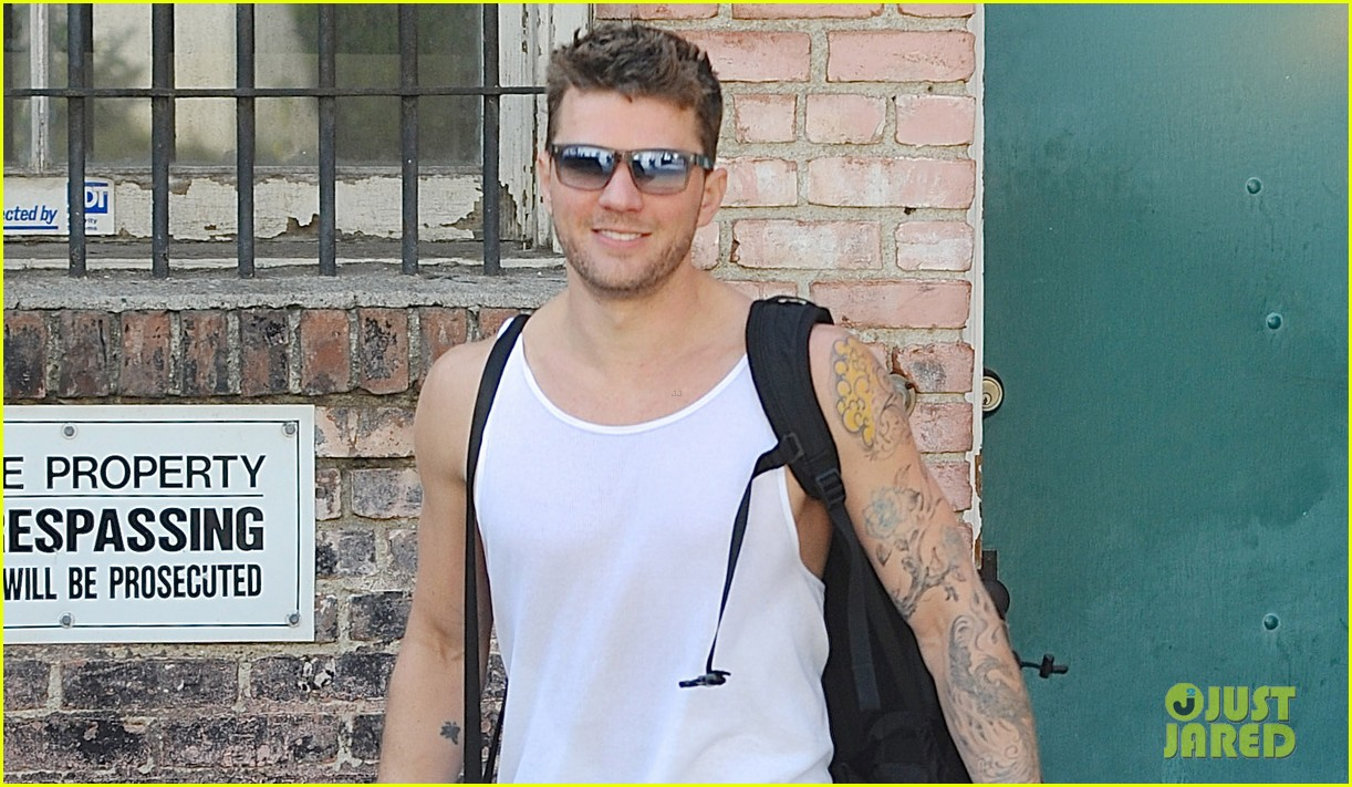 ryan phillippe puts his tattooed biceps on display after workout 033096684
