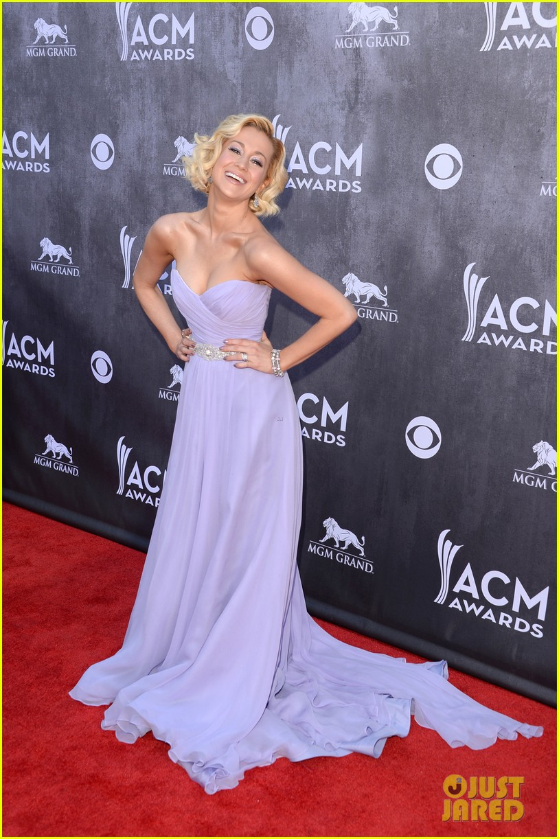 kellie pickler acm awards 2014 red carpet 01